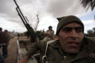 Лівійські повстанці відкинули сили уряду на 60 км від Бреги