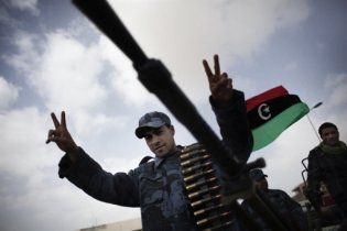 """Армія Каддафі наближається до ключового міста на сході країни - """"останньої лінії оборони"""""""