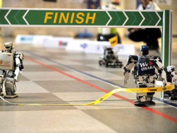 В Японії відбувся перший у світі марафон роботів
