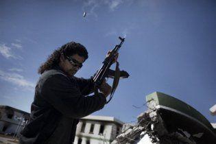 Ливийские повстанцы сбили самолет и захватили в плен экипаж