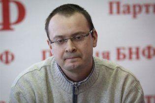 Экс-кандидат в президенты Беларуси рассказал, как его раздевали и пытали в КГБ