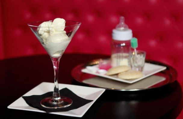 Создан десерт для настоящих гурманов: мороженое из грудного женского молока