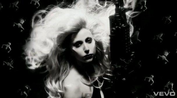 Lady GaGa шокировала кадрами из нового клипа