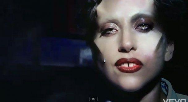 Lady GaGa потеряла невинность в 17 лет