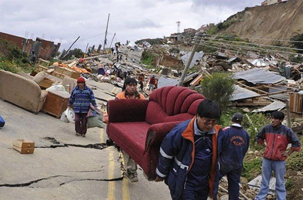 Наслідки руйнівного зсуву у Болівії