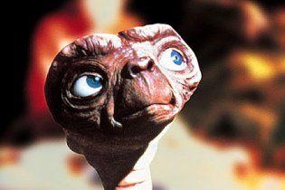 Пенсионер увидел изображение инопланетянина на полене