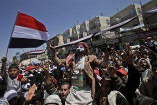 В Йемене, Бахрейне, Омане и Иране полиция разгоняет демонстрантов