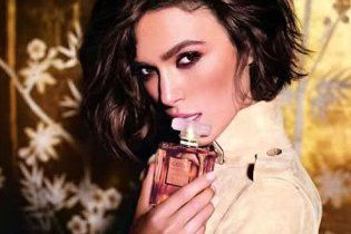 Кіра Найтлі сексуально рекламує парфуми