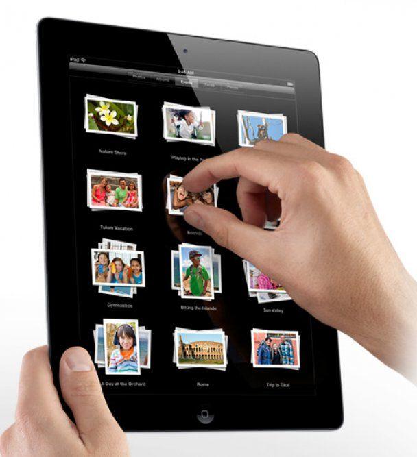 Стив Джобс представил новый планшет iPad-2