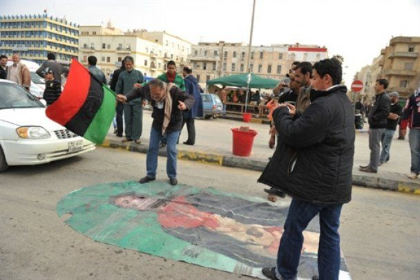 Ливия под артилерийскими залпами: Каддафи объявили джихад