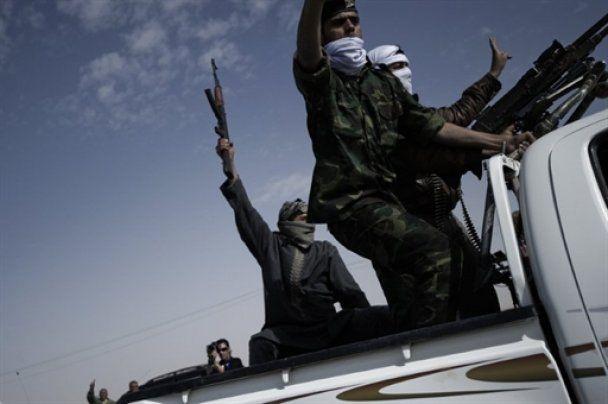 Войска Каддафи разбомбили нефтяной центр Ливии