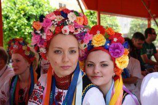 Українки працюють нарівні з чоловіками, а заробляють значно менше