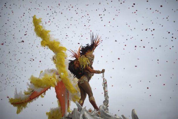 У Бразилії стартував знаменитий карнавал
