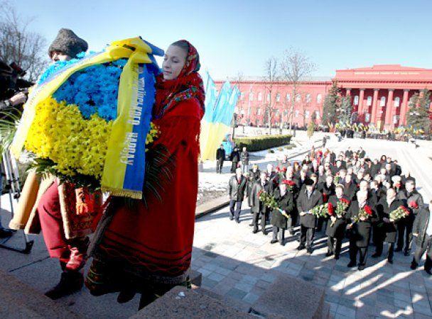 Азаров и Герман почтили память Шевченко