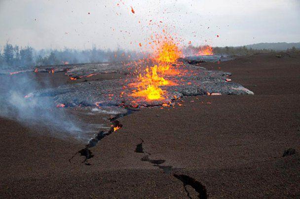Найактивніший вулкан світу на Гаваях почав фонтанувати вогняною лавою