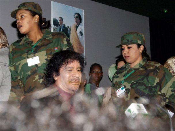 """""""Амазонки"""" Каддафи: полковник насиловал нас и передавал сыновьям"""