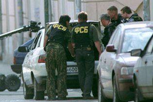 На зупинці біля академії ФСБ в Москві стався вибух