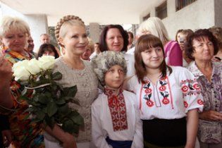Тимошенко поклялась Кобзарю бороться с мафией и оккупантами