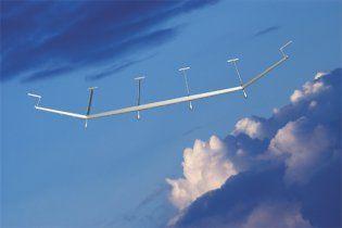 """Гігантський """"сонячний"""" літак зможе проводити у повітрі 5 років"""