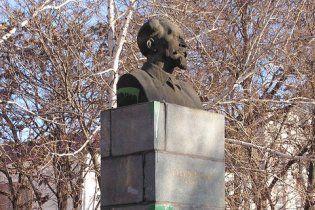 Соратнику Тягнибока дали два года условно за памятник Дзержинскому