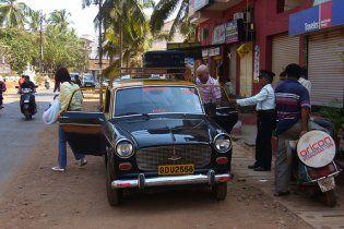 В Індії таксисти побили туристів з України камінням і палицями
