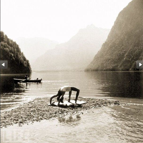 Опубліковані приватні фото коханки Гітлера: вона позувала голою і в образі негра