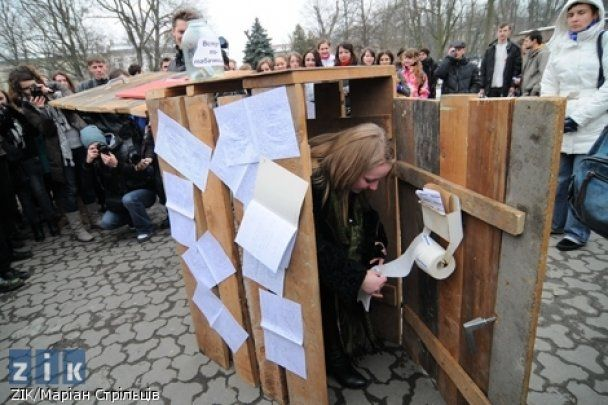 "Во Львове ""открыли"" Институт украинофобии имени Табачника"