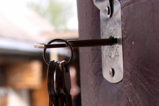 У Києві директор школи замкнув у кабінеті журналістку