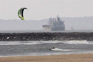 Японское цунами достигло берегов США, есть жертвы