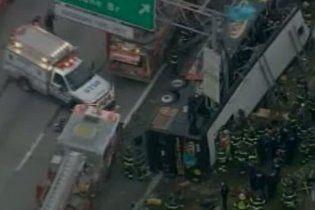 Автобус с туристами попал в ДТП в Нью-Йорке: 13 человек погибли