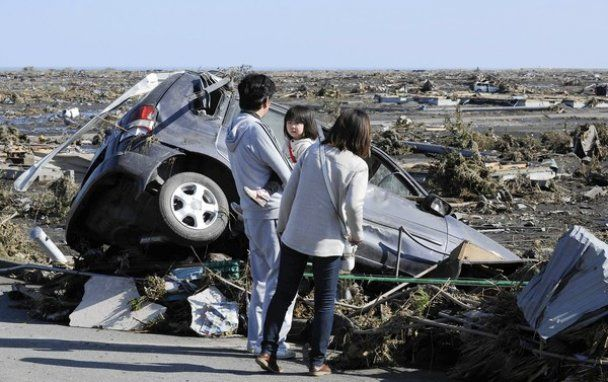 Пострадавшим от землетрясения и цунами японцам поднимут налоги