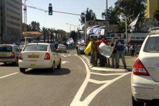 В Израиле проходят массовые акции протеста в ответ на убийство еврейской семьи