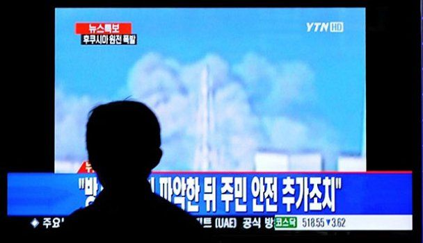"Над реактором АЭС ""Фукусима-1"" появился дым"