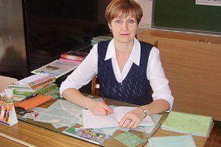 Дівчина облила сірчаною кислотою вчительку початкових класів
