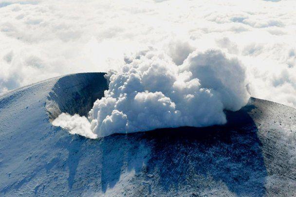 Черговий удар стихії в Японії: новий землетрус та виверження вулкану