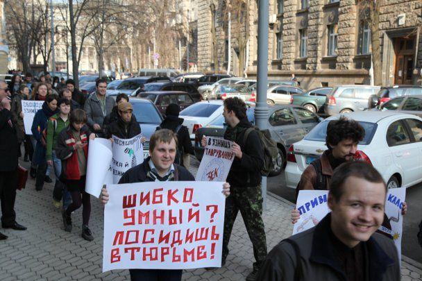 На корреспондента ТСН.ua на митинге напали верующие