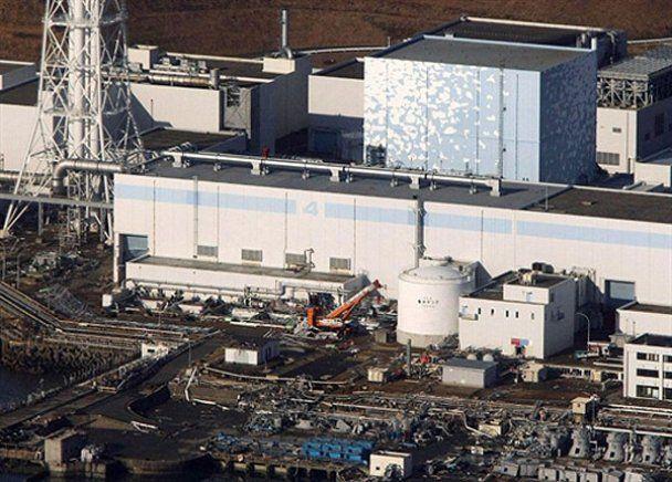 """За прикладом Чорнобильської АЕС реактори """"Фукусіма-1"""" сховають у саркофаг"""