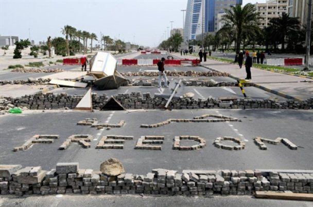 Заворушення в Бахрейні: військові на танках закидують демонстрантів гранатами