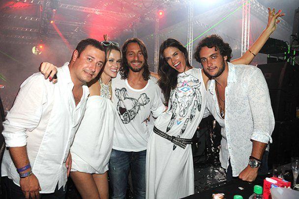 Алессандра Амбросио развлеклась в Бразилии