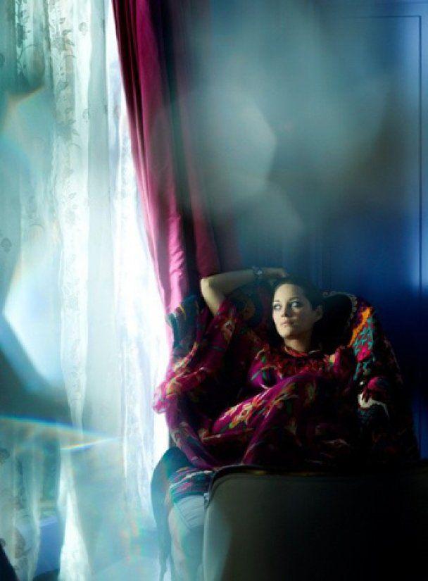 Беременная Марион Котийяр в роли изысканной красавицы
