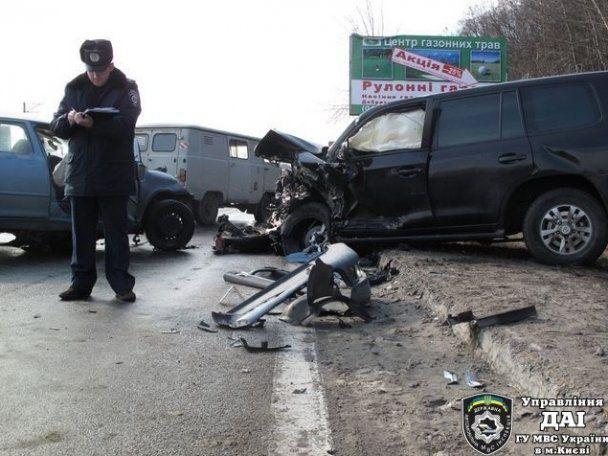 Под Киевом женщина на Skoda врезалась в джип и сгорела вместе с машиной