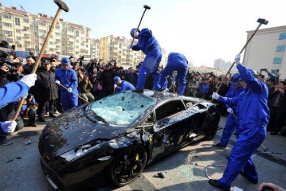 Lamborghini розбили кувалдами_4