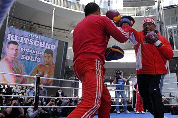 В Кельне Кличко боксировал, а Солис лежал на ринге