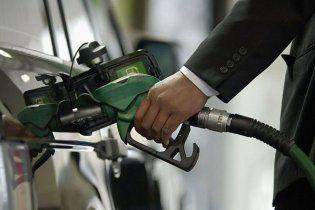 Литр бензина стоит уже 10 гривен