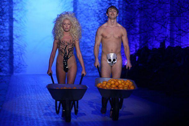 Залевський вивів на подіум UFW голих моделей