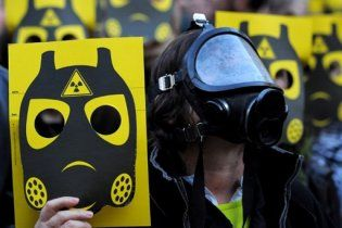 Наслідки вибуху на АЕС в Японії: радіацію виявлено вже у воді