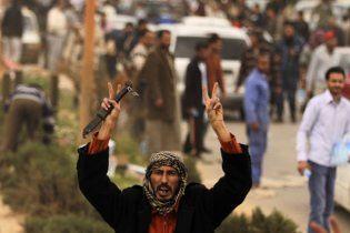 Люди Каддафи готовы ценой собственной жизни защищать своего вождя от обстрела