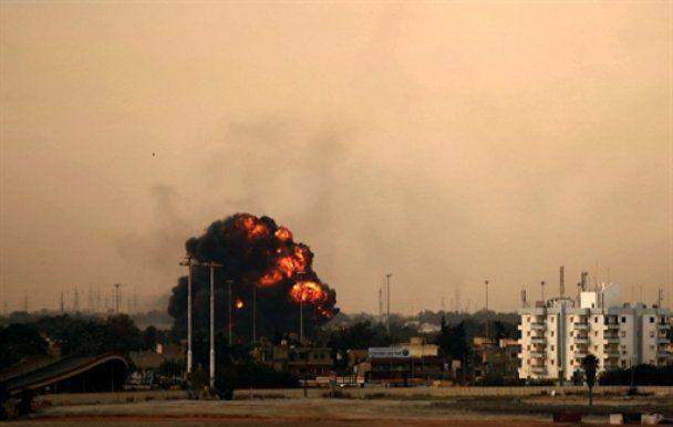 Ливия содрогается от бомб: Каддафи не планирует сдаваться