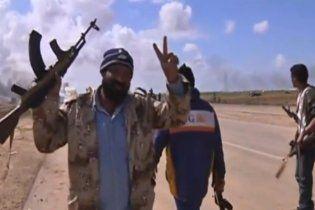 Ливийские повстанцы начали масштабное наступление на город Брега