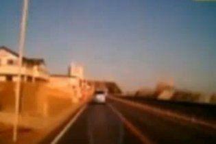 Японський водій зняв на відео, як його змило цунамі
